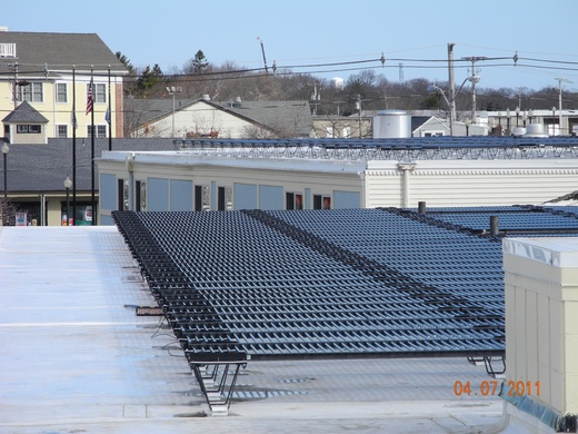 92kW system utilizes a non-penetrating ballast system on a white TPO roof