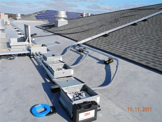 Conduit runs from rooftop array to string combiners