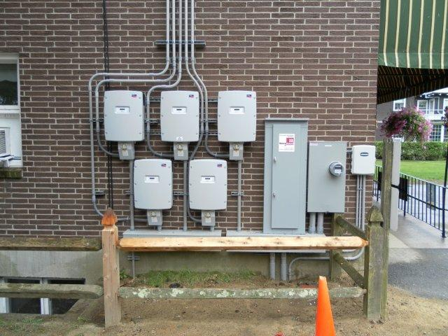 This 41.4kW system uses 5 SMA-7000 inverters
